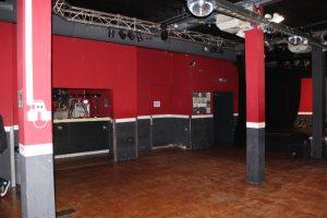 Veranstaltungssaal des Piccadilly - Blick auf die Bar und den Eingang